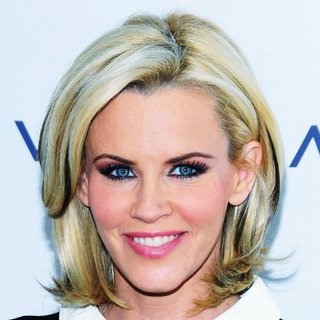 Jenny McCarthy in Jenny McCarthy Launches Nutritional Beverage Vemma Renew