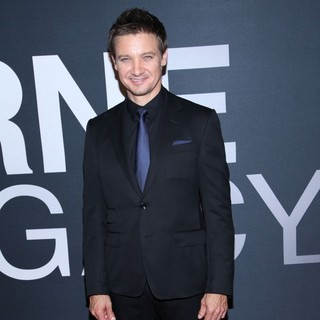 Jeremy Renner in The Universal Pictures World Premiere of The Bourne Legacy - Arrivals