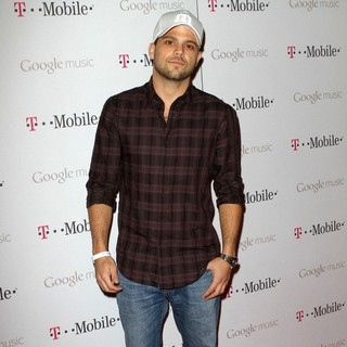 Jerry Ferrara in Celebrity Magenta Carpet Arrivals at The Launch Party for Google Music Available on T-Mobile