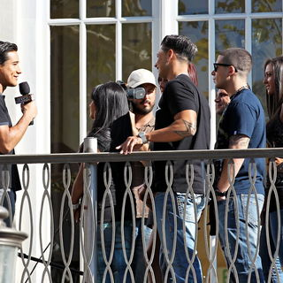 Mario Lopez, Snooki, DJ Pauly D, Vinny Guadagnino, Sammi Giancola in The Cast of MTV's 'Jersey Shore' Are Interviewed by Mario Lopez for The Television Show 'Extra'
