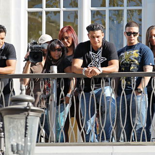 Mario Lopez, Snooki, JWoww, DJ Pauly D, Vinny Guadagnino, Sammi Giancola in The Cast of MTV's 'Jersey Shore' Are Interviewed by Mario Lopez for The Television Show 'Extra'