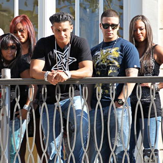 Snooki, JWoww, DJ Pauly D, Vinny Guadagnino, Sammi Giancola in The Cast of MTV's 'Jersey Shore' Are Interviewed by Mario Lopez for The Television Show 'Extra'