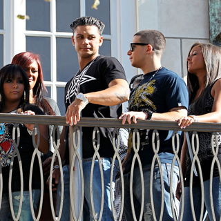 Snooki, JWoww, DJ Pauly D, Vinny Guadagnino, Ronnie Ortiz-Magro, Sammi Giancola in The Cast of MTV's 'Jersey Shore' Are Interviewed by Mario Lopez for The Television Show 'Extra'
