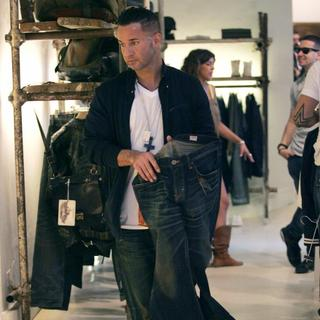 The Situation in Casts Shopping in Florence While Flming The Reality Show 'Jersey Shore'