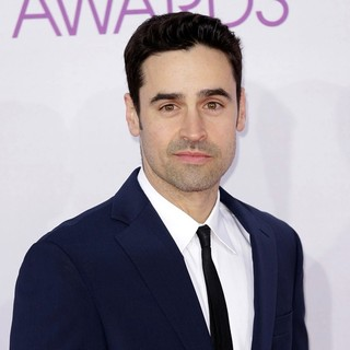 Jesse Bradford in People's Choice Awards 2013 - Red Carpet Arrivals - jesse-bradford-people-s-choice-awards-2013-01