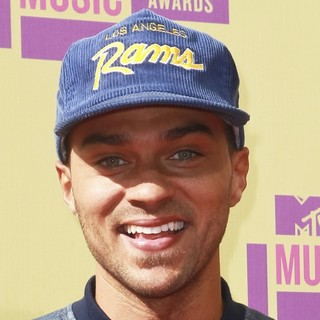 Jesse Williams in 2012 MTV Video Music Awards - Arrivals