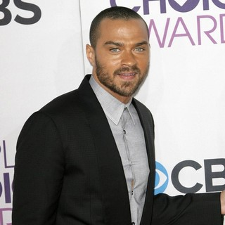 Jesse Williams in People's Choice Awards 2013 - Red Carpet Arrivals