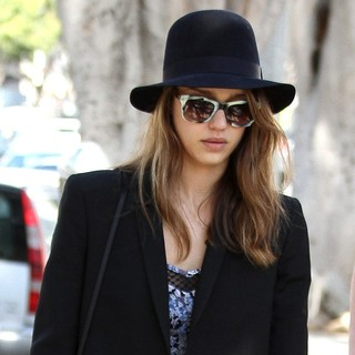 Jessica Alba in Jessica Alba Out Shopping in Santa Monica