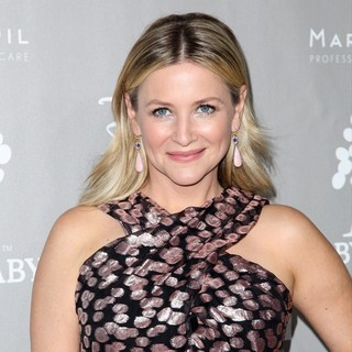 Jessica Capshaw in 2015 Baby2Baby Gala - Arrivals