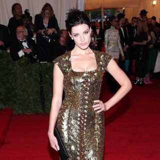 Jessica Pare in Schiaparelli and Prada Impossible Conversations Costume Institute Gala
