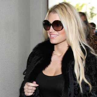 Jessica Simpson Arrives at Los Angeles International Airport