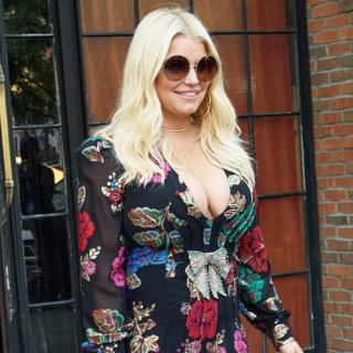 Jessica Simpson Leaves A Hotel