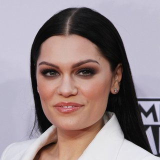 Jessie J in 2014 American Music Awards - Arrivals - jessie-j-2014-american-music-awards-01