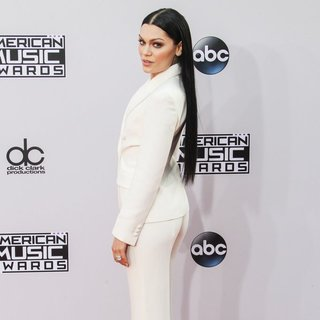 Jessie J in 2014 American Music Awards - Arrivals - jessie-j-2014-american-music-awards-03