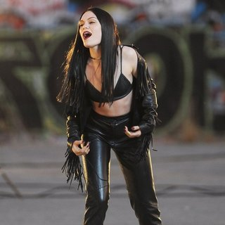 Jessie J Wearing All Black Leather for Music Video Masterpiece Filming - jessie-j-music-video-masterpiece-filming-02
