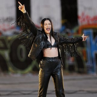 Jessie J Wearing All Black Leather for Music Video Masterpiece Filming - jessie-j-music-video-masterpiece-filming-03