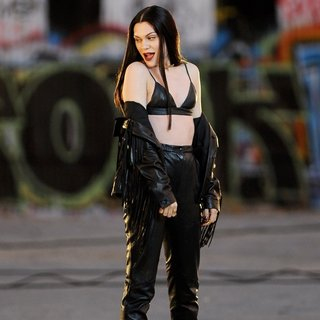 Jessie J Wearing All Black Leather for Music Video Masterpiece Filming - jessie-j-music-video-masterpiece-filming-04