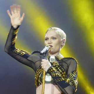 Jessie J in Jessie J Performing