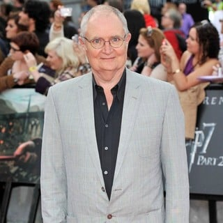 Jim Broadbent in Harry Potter and the Deathly Hallows Part II World Film Premiere - Arrivals