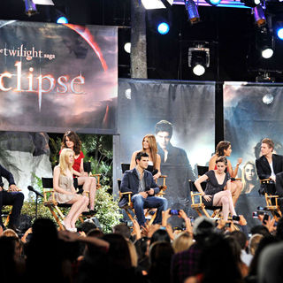 Xavier Samuel in The Twilight Saga: Eclipse Cast Make an Appearance on ABC's 'Jimmy Kimmel Live' - jimmy_kimmel_live_05_wenn2888583
