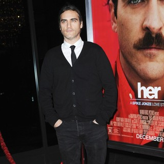 Premiere of Warner Bros. Pictures' Her - Red Carpet - joaquin-phoenix-premiere-her-02
