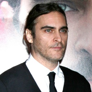 Premiere of Warner Bros. Pictures' Her - Red Carpet - joaquin-phoenix-premiere-her-03