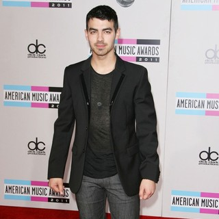 Joe Jonas, Jonas Brothers in 2011 American Music Awards - Arrivals