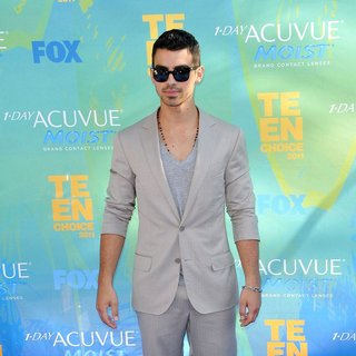 Joe Jonas, Jonas Brothers in 2011 Teen Choice Awards