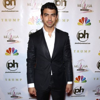 Joe Jonas, Jonas Brothers in 2012 Miss USA Pageant - Red Carpet