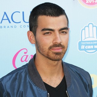 Joe Jonas, Jonas Brothers in 2013 Teen Choice Awards