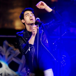 Joe Jonas, Jonas Brothers in B96 Pepsi Jingle Bash 2013