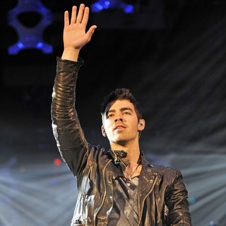 Joe Jonas in B96 Sobe Lifewater Jingle Bash