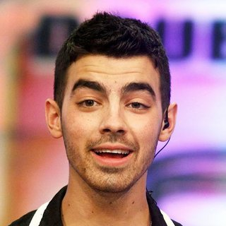Joe Jonas, Jonas Brothers in The El Hormiguero TV Show