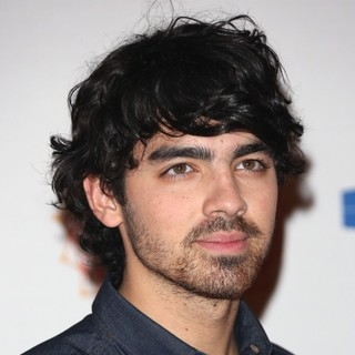 Joe Jonas, Jonas Brothers in The MTV EMA's 2012 - Arrivals