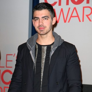 Joe Jonas, Jonas Brothers in People's Choice Awards 2012 Nominations Press Conference