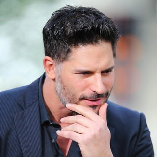 Joe Manganiello in Joe Manganiello Appears on Extra