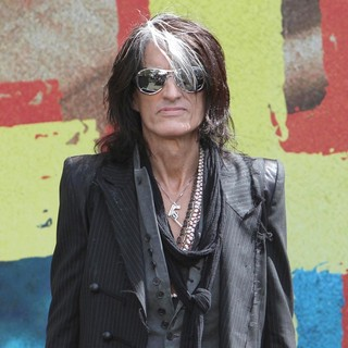 Joe Perry, Aerosmith in Aerosmith Announce Their New Global Warming Tour
