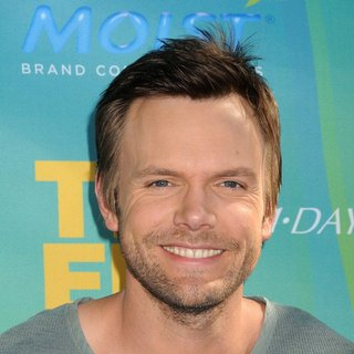 Joel McHale in 2011 Teen Choice Awards