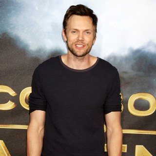 Joel McHale in Cowboys and Aliens Premiere - Arrivals