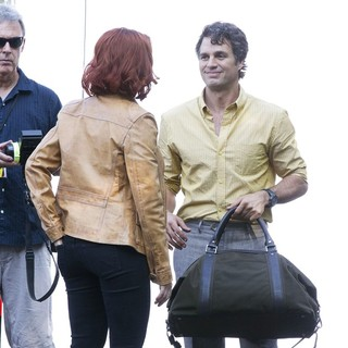 Scarlett Johansson, Mark Ruffalo in Actors on The Set of The Avengers Shooting on Location in Manhattan