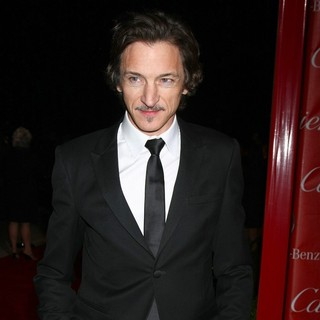 John Hawkes in 24th Annual Palm Springs International Film Festival Awards Gala - Red Carpet