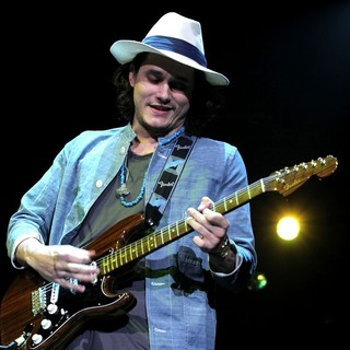 John Mayer in 2011 Tiger Jam at Mandalay Bay Events Center - Performance - john-mayer-2011-tiger-jam-07