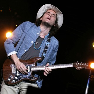 John Mayer in 2011 Tiger Jam at Mandalay Bay Events Center - Performance - john-mayer-2011-tiger-jam-08