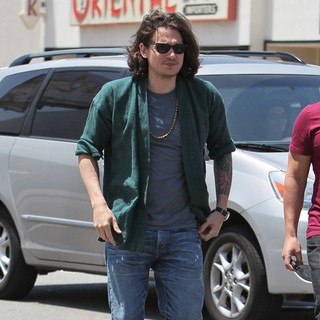 John Mayer in John Mayer Seen Leaving Kings Road Cafe After Having Lunch with Celebrity Trainer Harley Pasternak