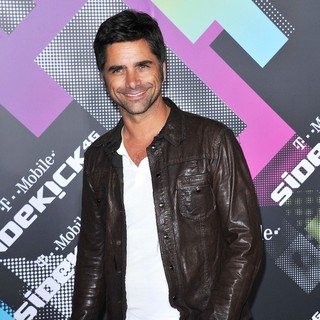 John Stamos in T-Mobile Launch Party of The New Sidekick 4G - john-stamos-t-mobile-launch-party-01