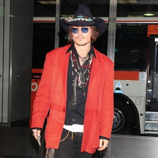 Johnny Depp-Johnny Depp Arrives at Tokyo International Airport