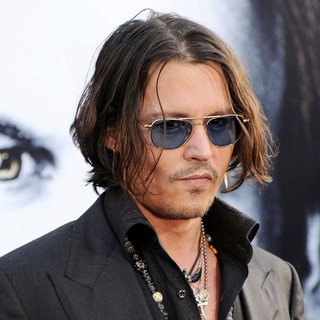 Johnny Depp in Dark Shadows Premiere - johnny-depp-premiere-dark-shadows-09