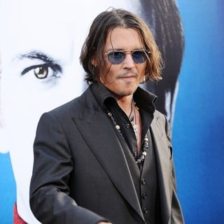 Johnny Depp in Dark Shadows Premiere - johnny-depp-premiere-dark-shadows-10