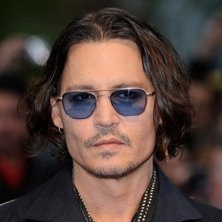 Johnny Depp in UK Premiere of Dark Shadows - Arrivals - johnny-depp-uk-premiere-dark-shadows-01