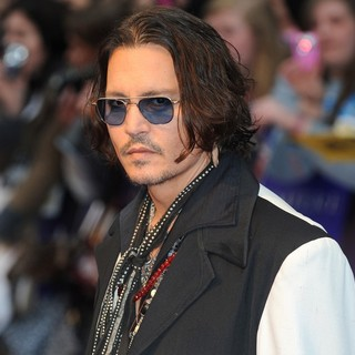 Johnny Depp in UK Premiere of Dark Shadows - Arrivals - johnny-depp-uk-premiere-dark-shadows-03